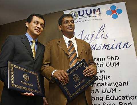 Gambar Ahmad Idham Ahmad Nadzri dan Prof Madya A Razak  Mohaideen Sambung PhD di UUM