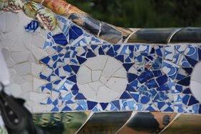 Decoración cerámica en bancos, Gaudí. Parque Güell, Barcelona