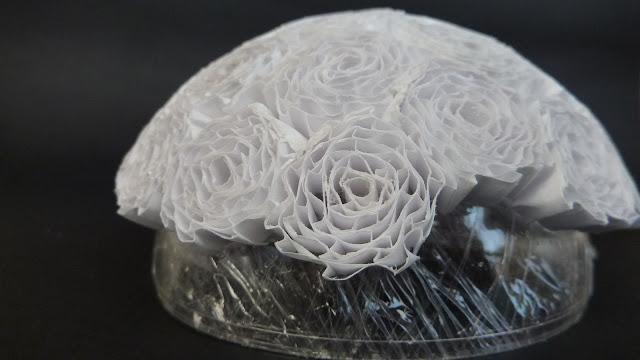 Riciclo creativo craft and fun quilling con carta for Sfere con bicchieri di plastica