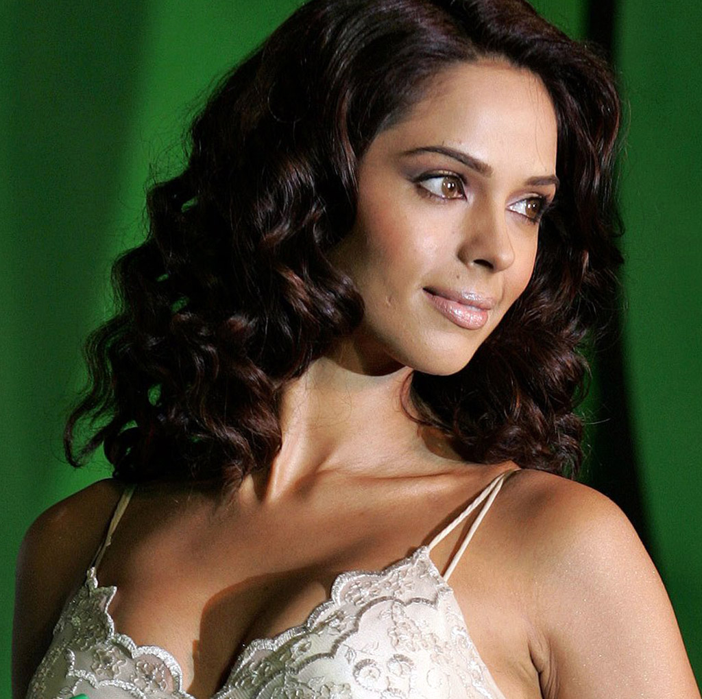 hd wallpapers ohoomi: mallika sherawat,mallika sherawat muder high