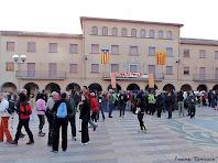 """La Plaça de l'Ajuntament de Navàs, moments abans de l'inici de la caminada. Autor: Francesc """"Caminaire"""""""