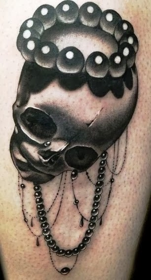 Awesome gray black skull tattoo, playing with the light by Cally-Jo