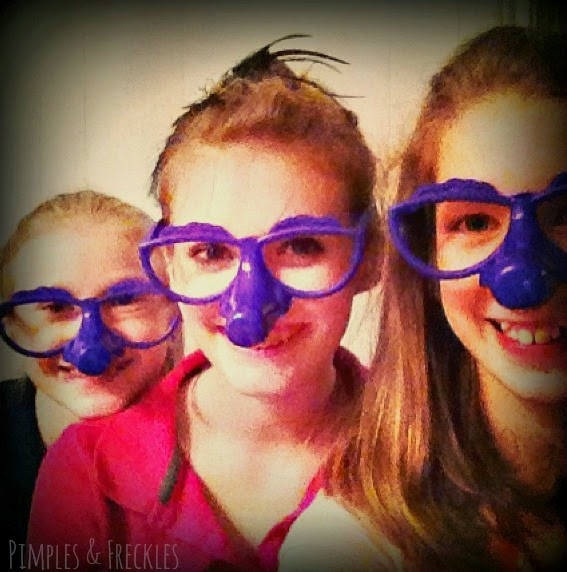 10 fun things to do at a sleepover- http://pimplesandfreckles.blogspot.com/