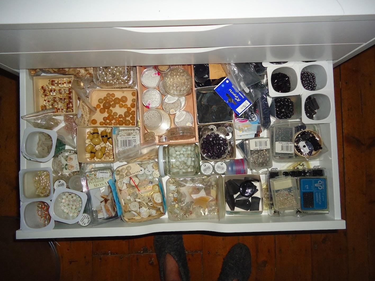 Tisnietzwartwit geluk in een klein kastje for Ikea ladenblok alex