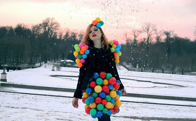 anne sophie cochevelou, balloon dress, girl with balloons