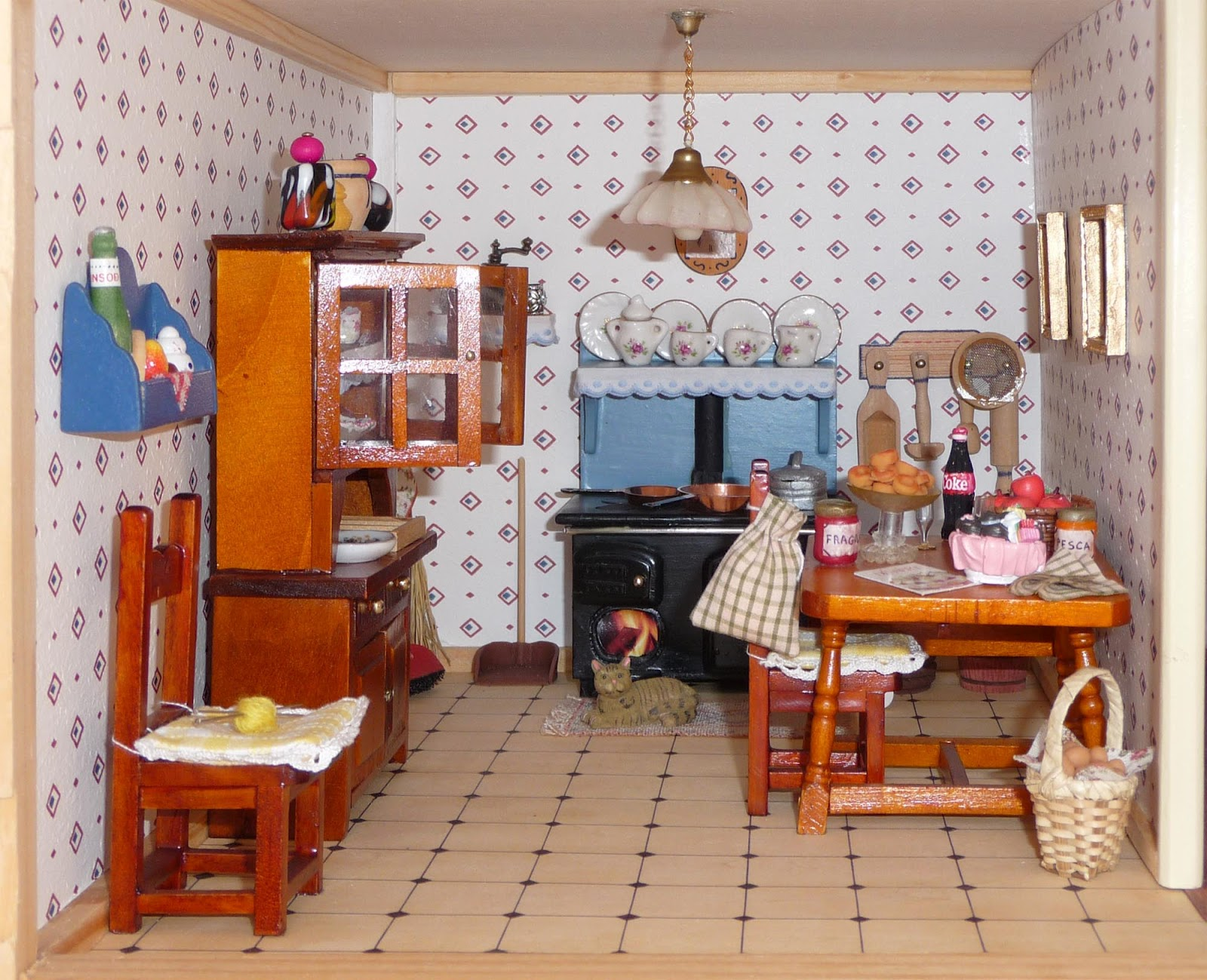 Morandi Sisters Microworld: Villa Amelia Dollhouse - Kitchen