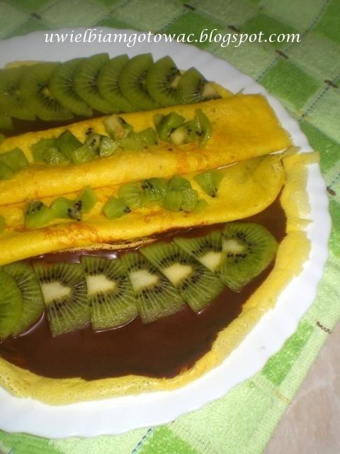 Żółte naleśniki z kiwi i czekoladą