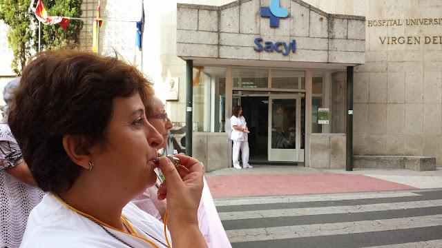manifestantes frente al hospital bejarano