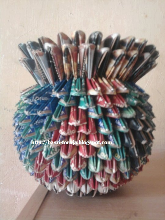 dari sampah kertas vas bunga kita bisa memodifikasi sendiri vas bunga