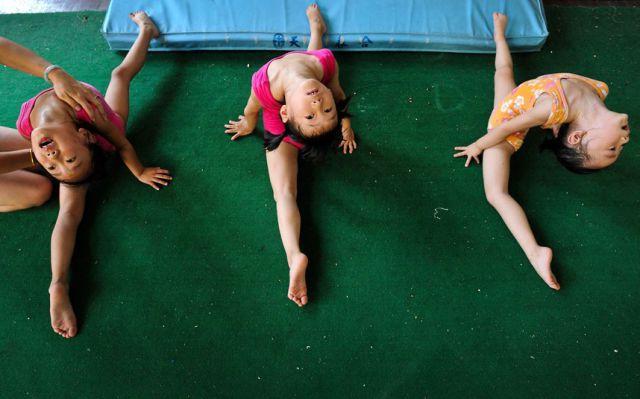 الصين وكيفية صناعة الأبطال الألومبيين China-gymnasium-Olympic-children-16