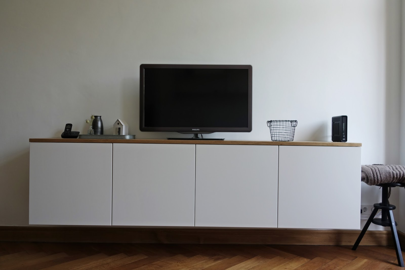madolescent liebt diy k chenoberschr nke werden zum schwebenden sideboard. Black Bedroom Furniture Sets. Home Design Ideas