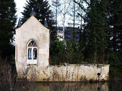 geraardsbergen, the boelare barony, old age residence, park ruin detail