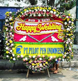 Bunga Papan Happy Wedding