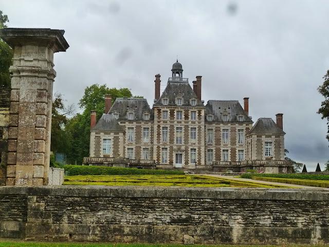 http://www.chateau-balleroy.com/?lang=en