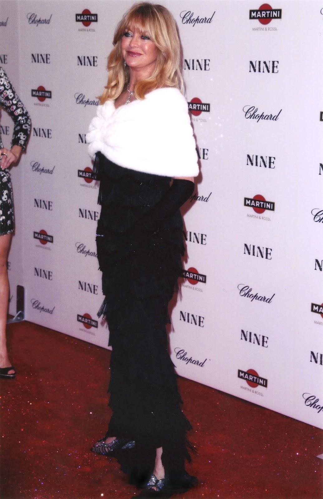 http://4.bp.blogspot.com/-DnIxgwNnLP8/T1kGKxnamoI/AAAAAAAAASA/Vwp3Tq51V4Q/s1600/Goldie+Hawn+red+carpet+Nine+Premiere+New+York.jpg