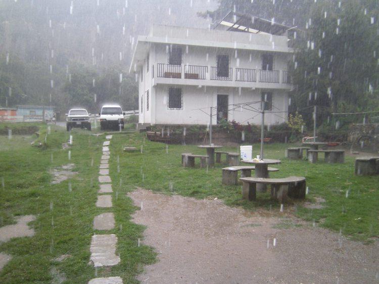 Mam tot programa la lluvia y el nuevo veggie jard n y for Bungalows el jardin guatemala