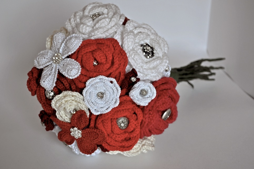 Hooking on Madrid\'s Metro: How to Make a Crochet Flower Bouquet