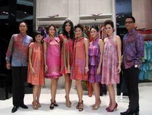Model Baju Batik Modern Terbaru 2012 Contoh Busana Untuk Pria/Wanita  Model Baju Batik