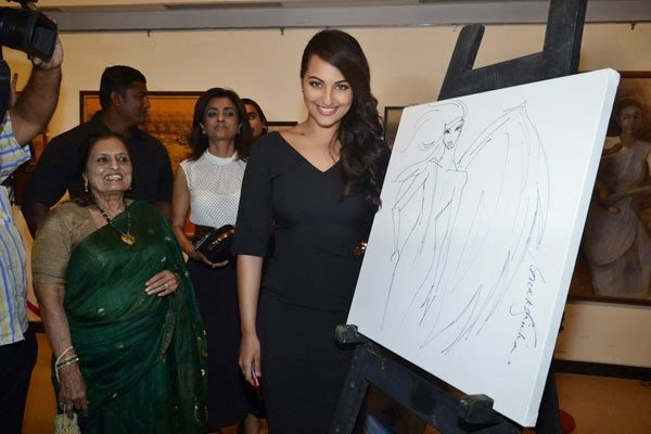 Sonakshi Sinha inaugurates an art exhibition