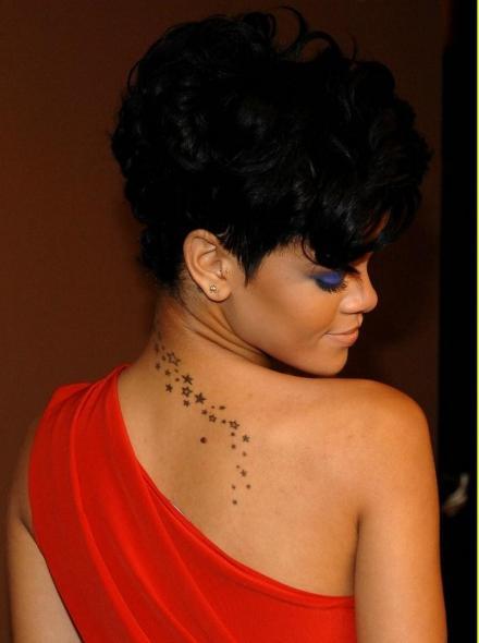Modele Tatouage Etoile Filante - Cinquante tatouages avec une ou plusieurs étoiles