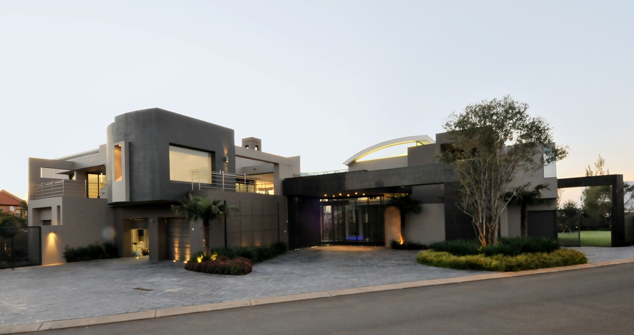 Huge modern home in hollywood style by nico van der meulen for Contemporary mansions
