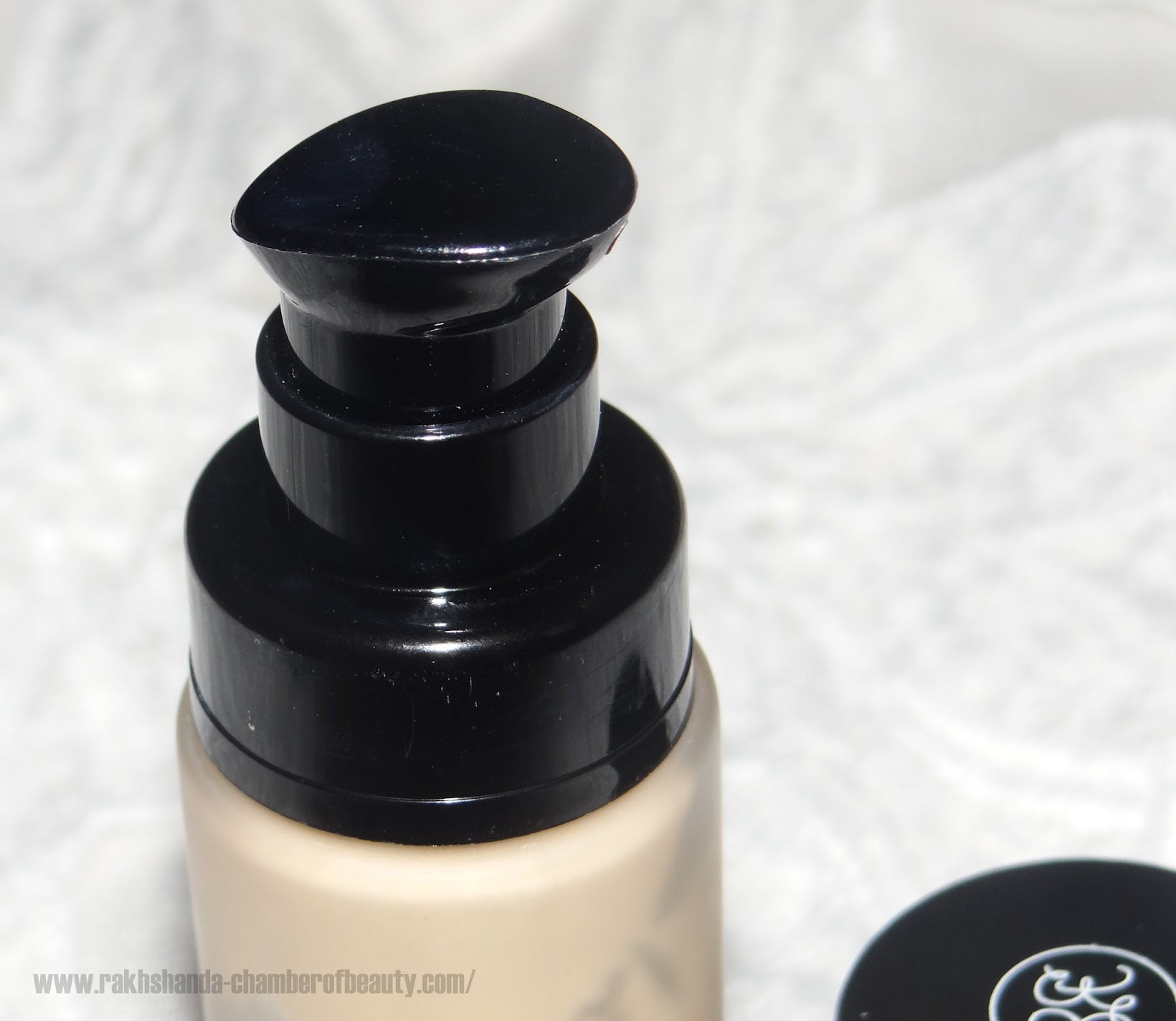 Rouge Bunny Rouge Milk Aquarelle in Almond Milk Parfait Foundation review and swatches