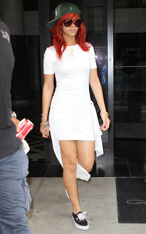 Labels: beautiful dresses , new style dresses , rihanna white dress
