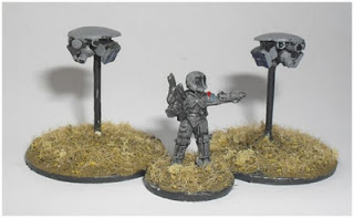 Zhodani Officer and Wardroids - 15mm Ventauran from Eureka Miniatures with two GZG Grav Mini Drones
