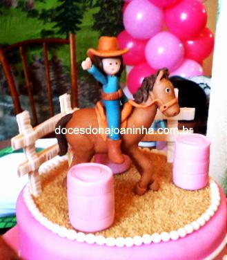 Topo de Bolo Cavaleira e Prova do Tambor detalhe do cavalo e tambores