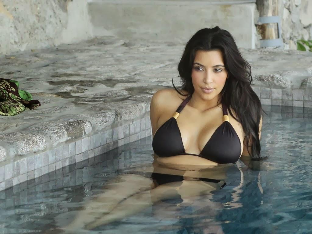"""<img src=""""http://4.bp.blogspot.com/-DoLTZXRPlG4/Ut5_moVDY-I/AAAAAAAAJng/0f1qWkEet-4/s1600/kim-kardashian-hot-body.jpeg"""" alt=""""kim kardashian hot body"""" />"""