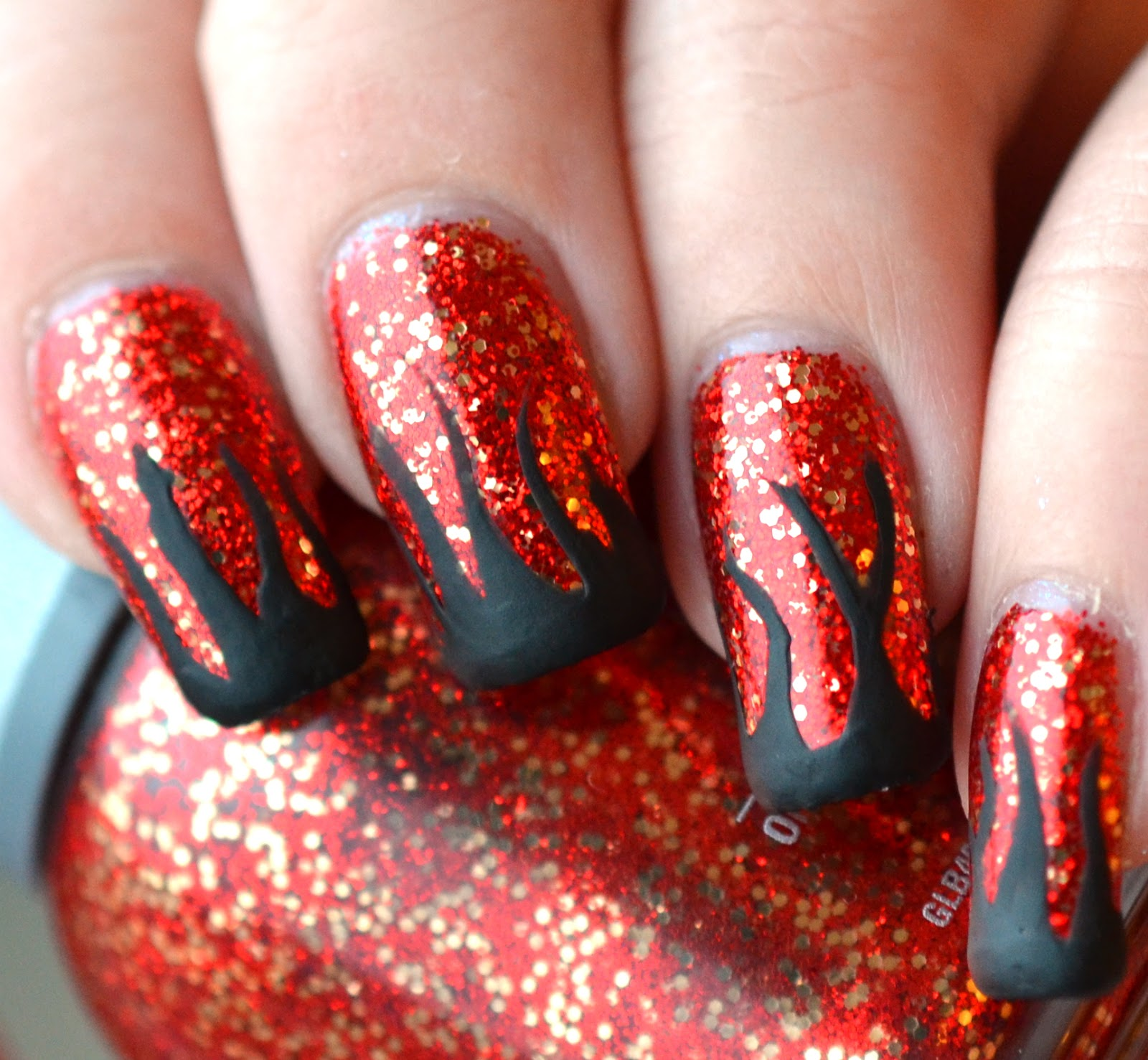 http://lenas-sofa.blogspot.de/2015/02/orly-naughty-or-nice-devil-may-care.html