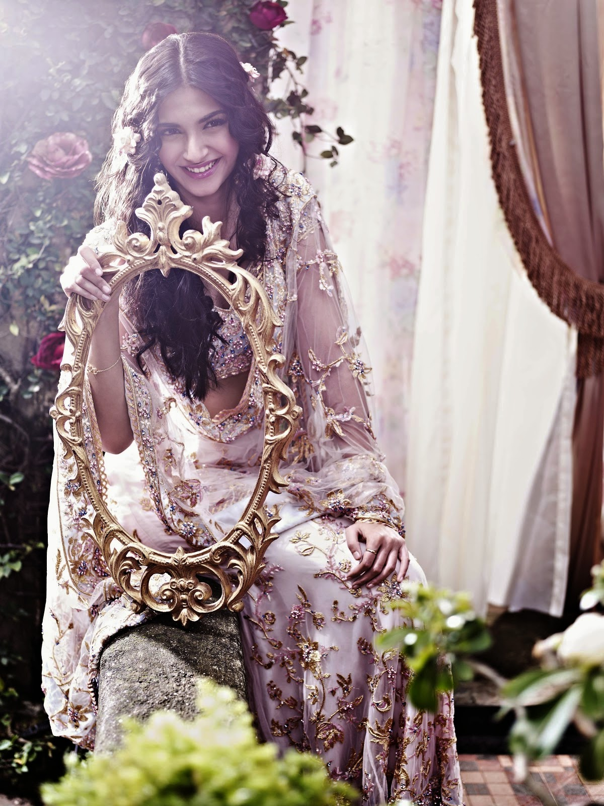gleebize : happy birthday to sonam kapoor- the fashionista of bollywood
