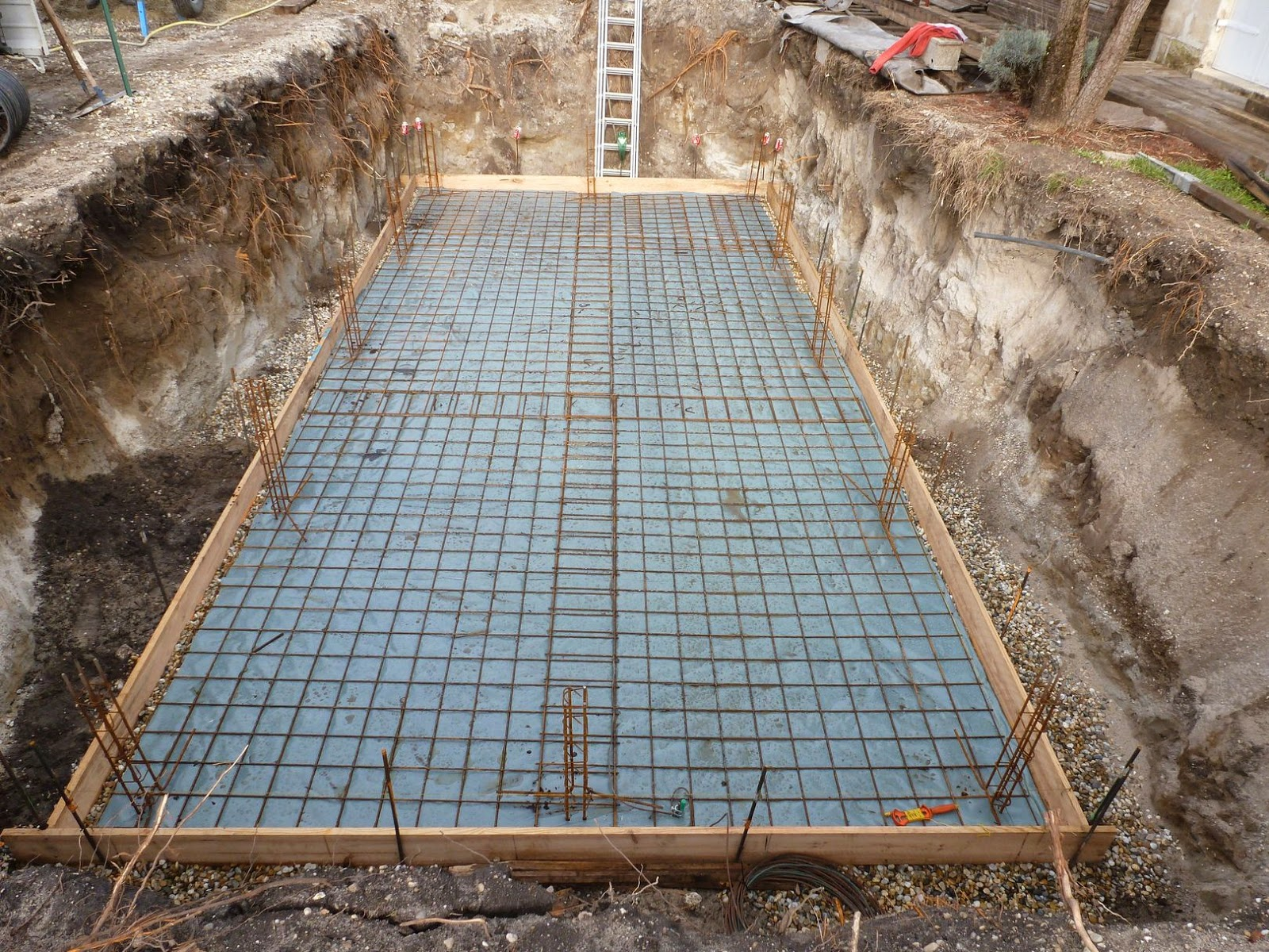 Projet tapes de construction d 39 une piscine en for Piscine coffrage perdu
