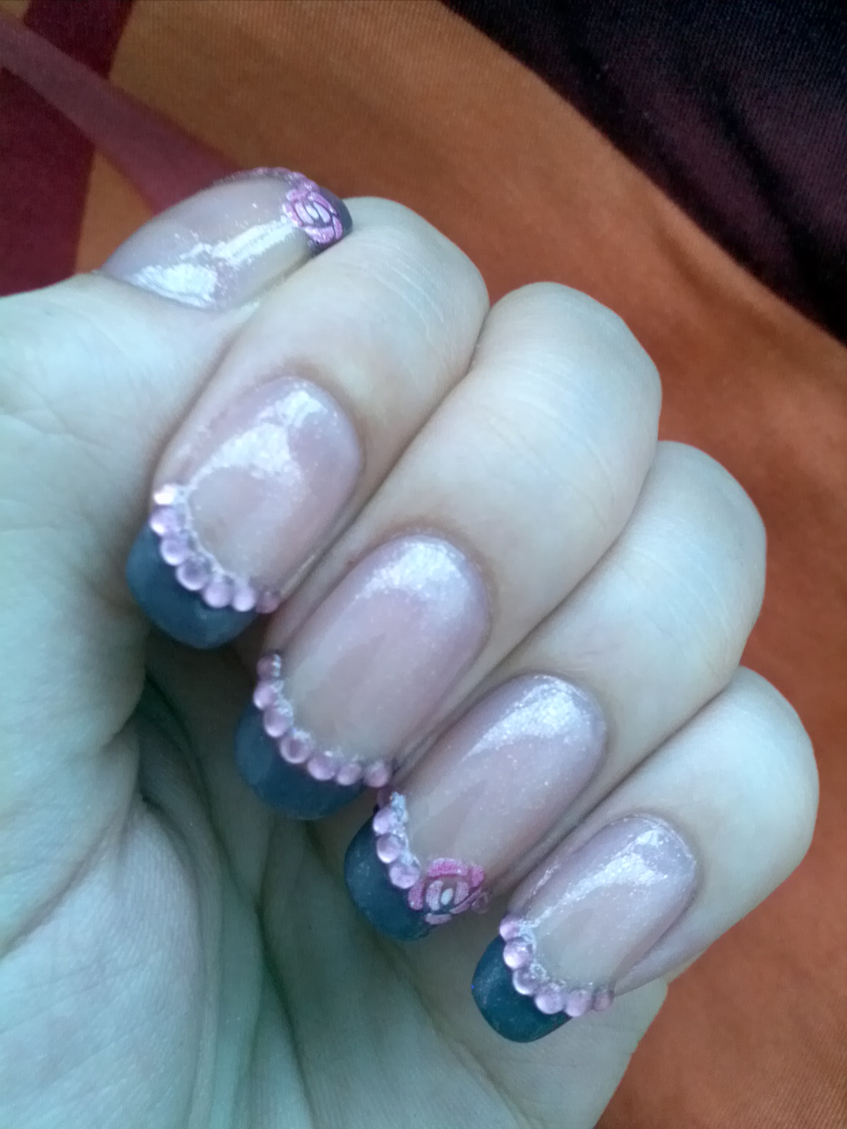 Juicy Nails: Nail Art: French Tip with Rhinestones and Rose Nail Sticker