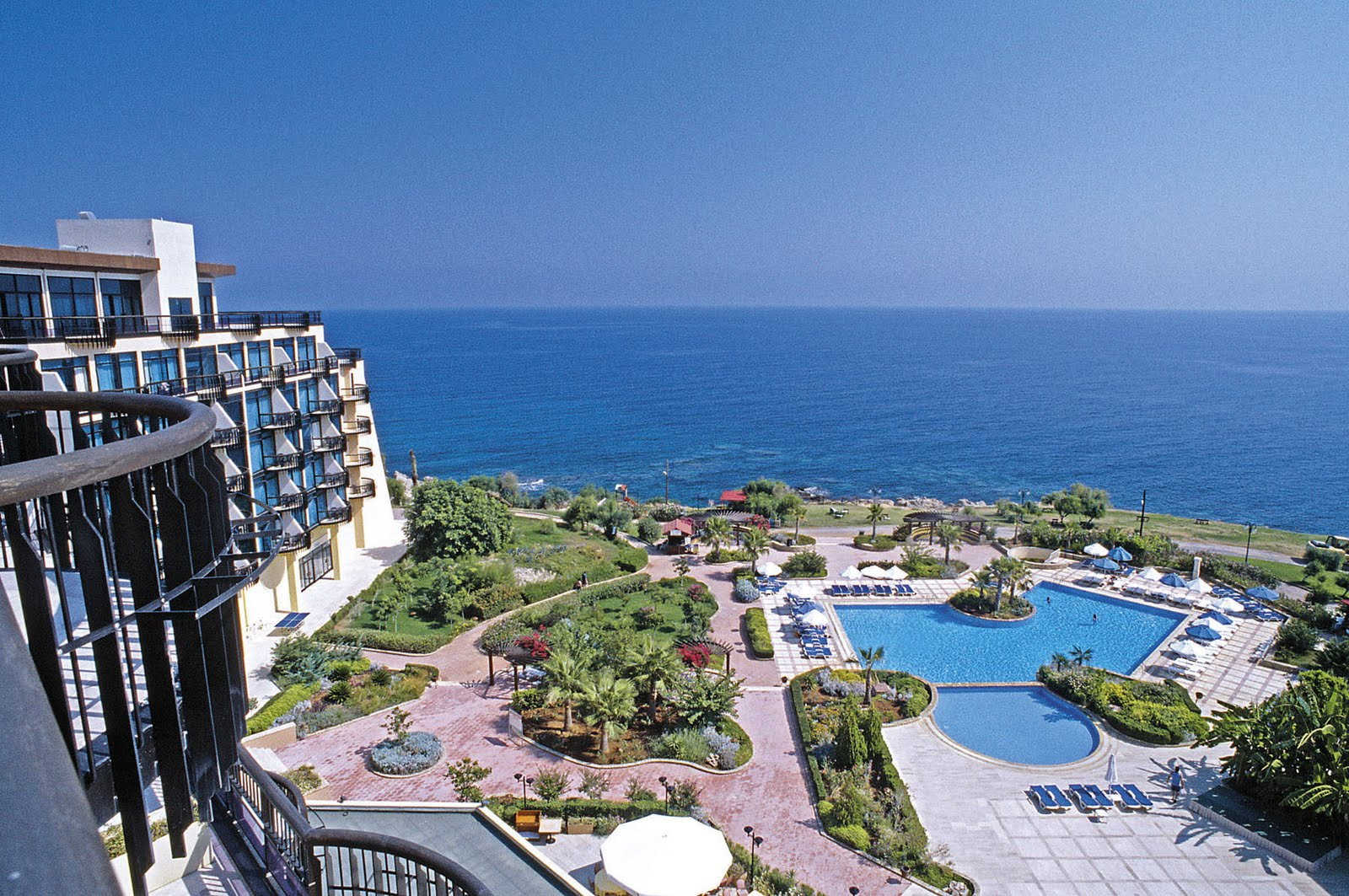 Luxotic world top ten luxury holidays worldwide for Luxury holidays worldwide