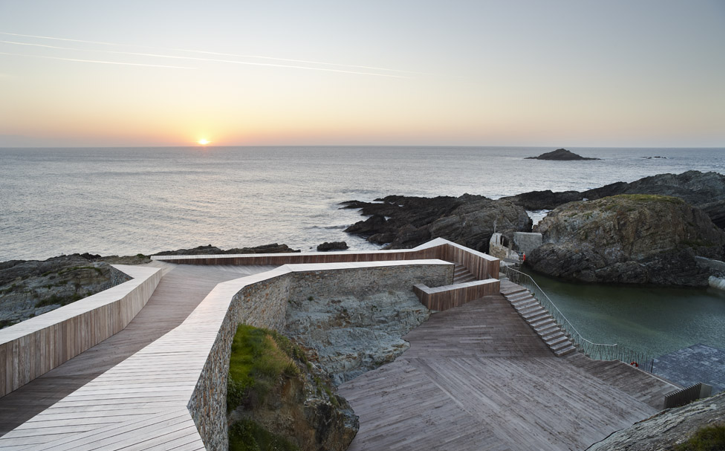 A cafe ole swimming pools in tapia asturias for Piscina walker martinez