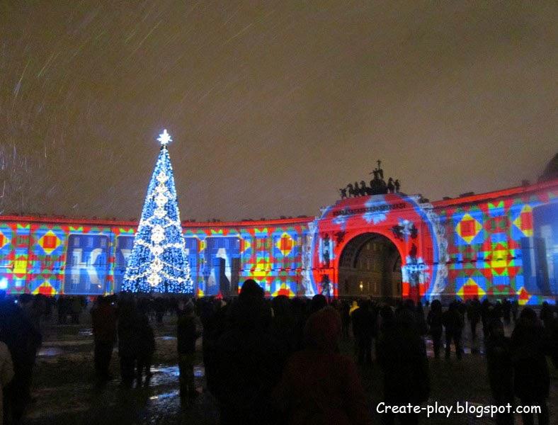 Лазерное шоу на Дворцовой в Петербурге