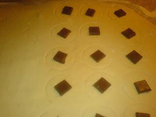 preparare gogosi umplute cu ciocolata, aluat de gogosi, aluat pentru gogosi, aluat gogosi, gogosi aluat, retete aluat gogosi, reteta aluat gogosi, coca de gogosi, coca pentru gogosi, gogosi coca, gogosi pufoase, gogosi umplute, gogosi, aluaturi, cocaturi, dulciuri, preparare aluat,