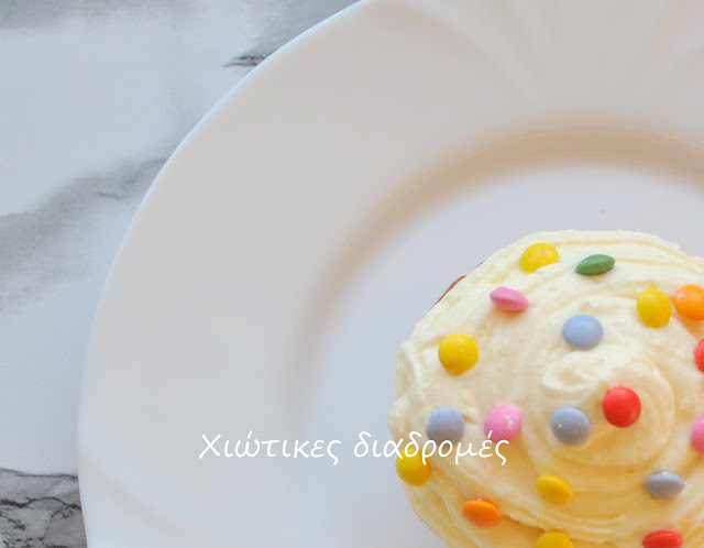 κεκάκια με χρωματιστή τρούφα και m & m's