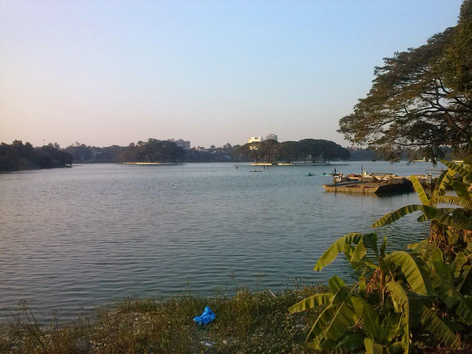 Ulsoor Gölü, Kensington yolu, Bangalor, Hindistan