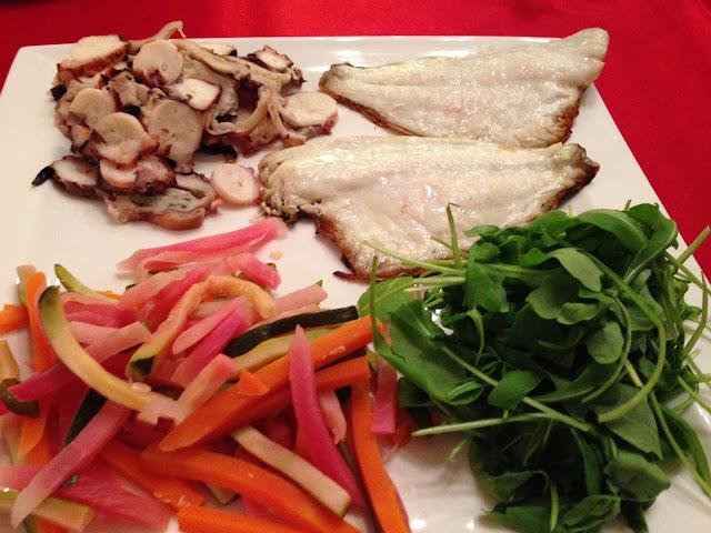 senza bimby, filetti di branzino, zucchine, carote e barbabietole a bastoncino al vapore, insalata di polipo, rucola