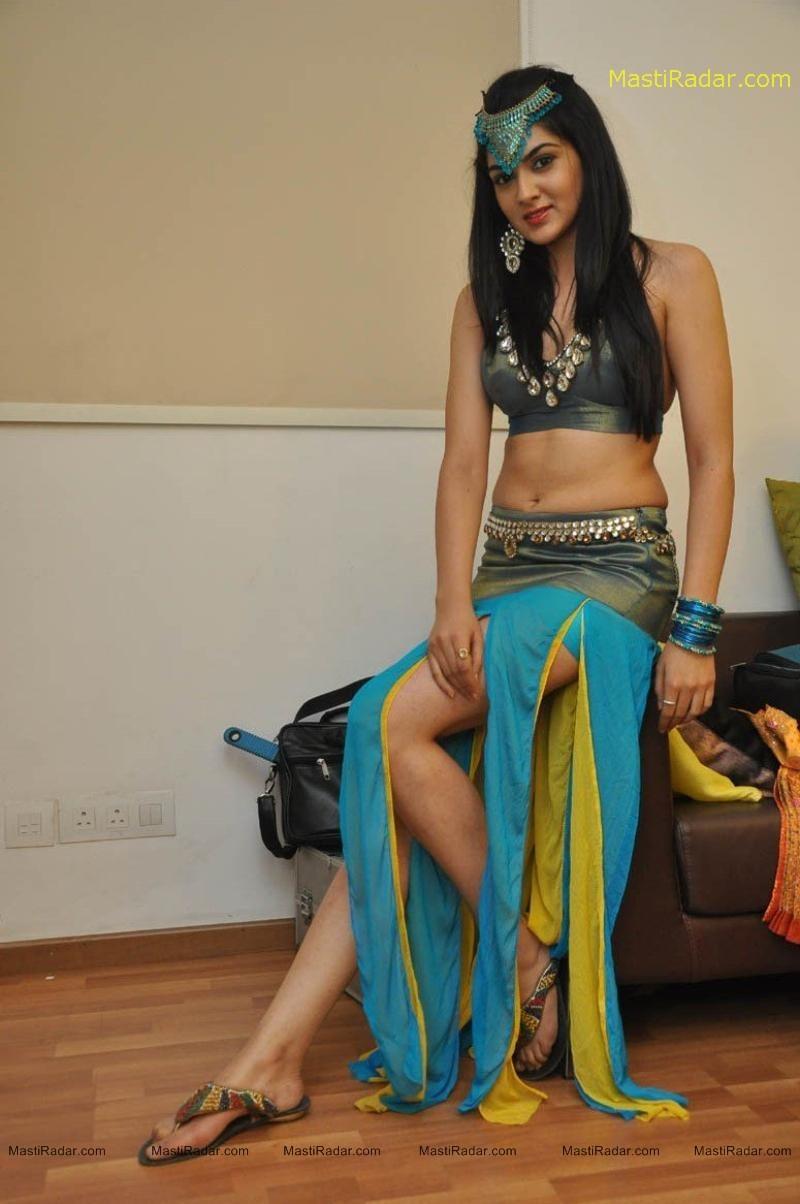 hot actress wallpaper sakshi chowdary hot navel show photos