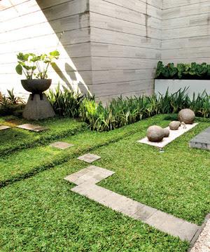 Taman Minimalis di Halaman Rumah Berbentuk T.jpg