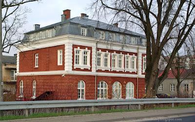 http://fotobabij.blogspot.com/2015/12/puawy-zbytkowy-budynek-przy-ul6-sierpnia.html