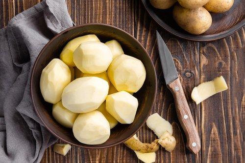 pommes de terre pour pousser les cheveux et combattre la chute