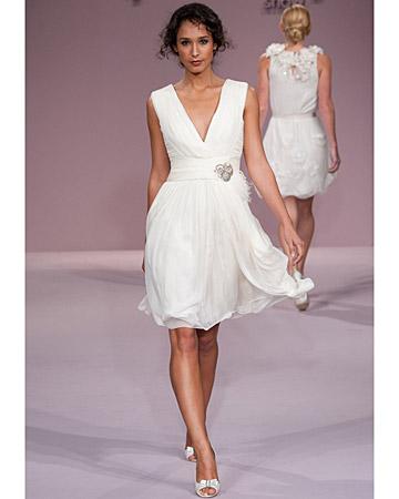 comme son habitude oscar de la renta propose une robe de marie frache et lgante la fois courte cintre et arienne plein dnergie pour cette - Robe Charleston Mariage