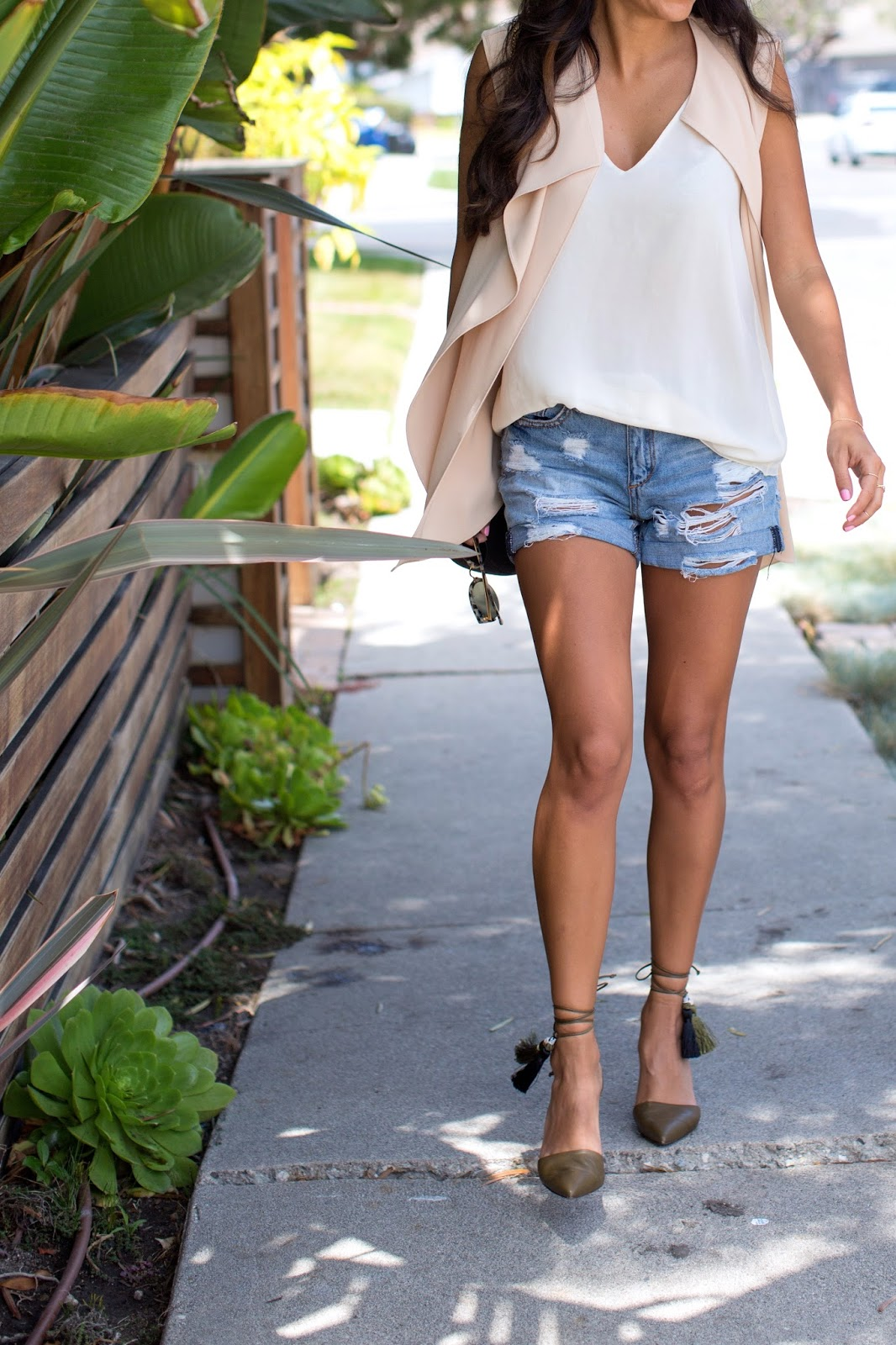 how to wear cut-offs, j crew tie heels, zara vest