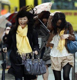 JAPON ENFRENTA EL HURACAN MAS FUERTE EN 50 AÑOS, HAY RIESGO DE TSUNAMI   Nota_temporal_japon_030412