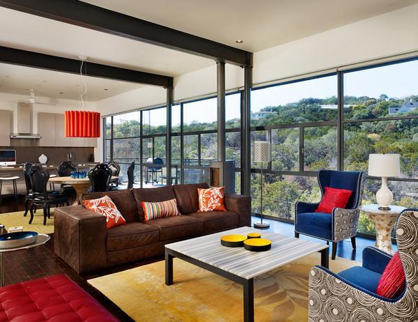 desain ruang tamu dengan kombinasi warna biru orange dan