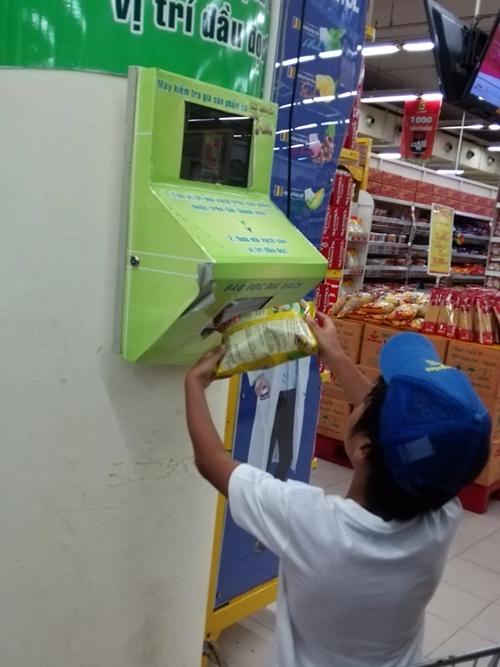 ダナンのスーパー・商品代金自動読み取り機
